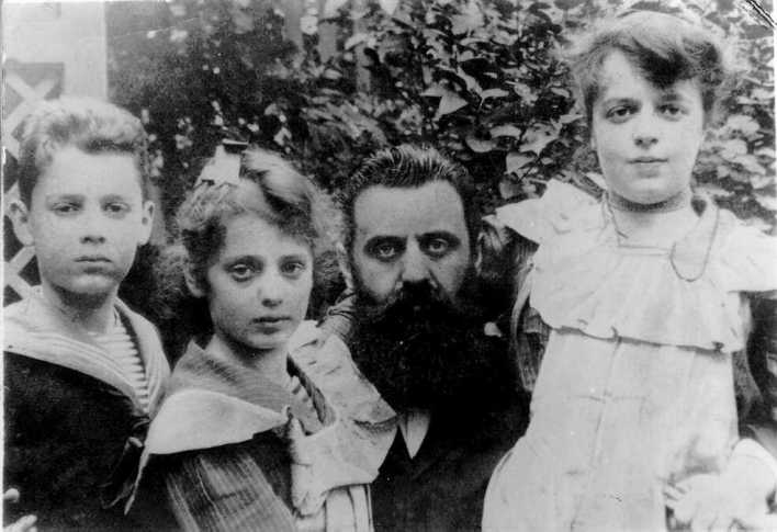Herzl with his Kids