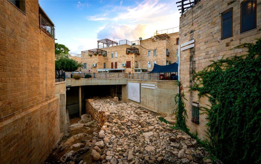 Jewish-Quarter-Tour-Broad Wall