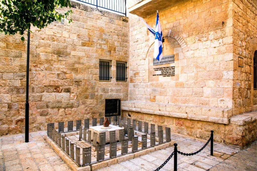 Jewish Quarter Tour Defenders Monument