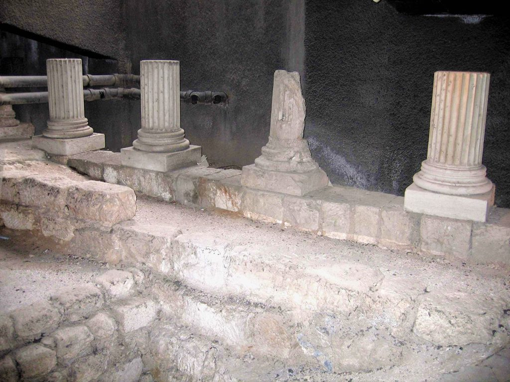 The-Herodian-Quarter-Peristyle-Building-